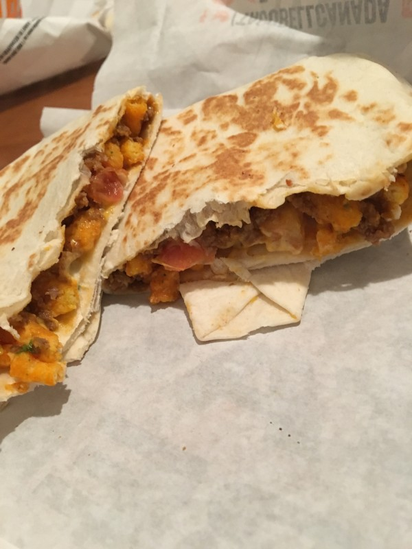 Review: Taco Bell Cheetos Crunchwrap Slider – Beefy Cheddar